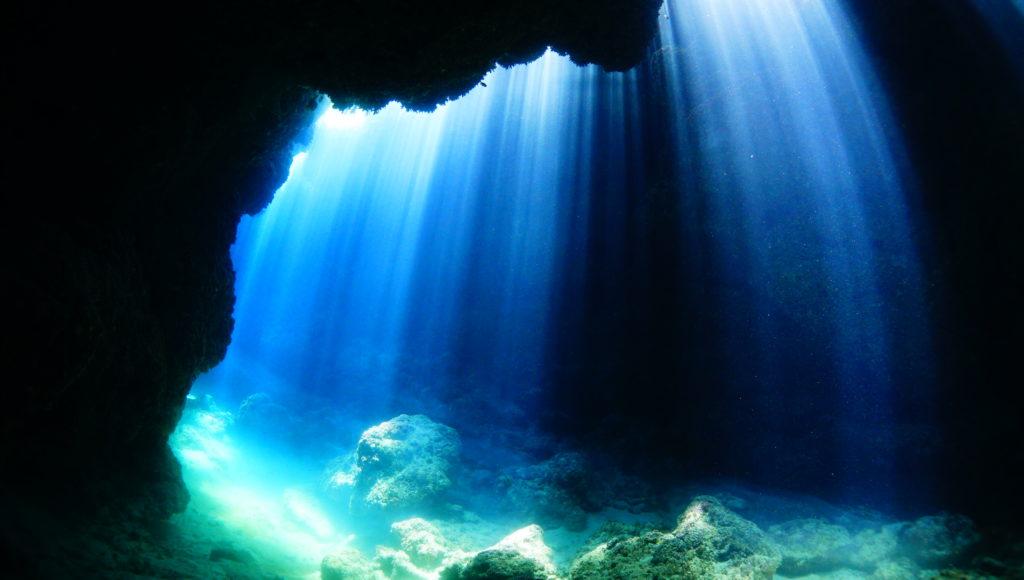 ダイビング,水中,洞窟,伊是名,沖縄