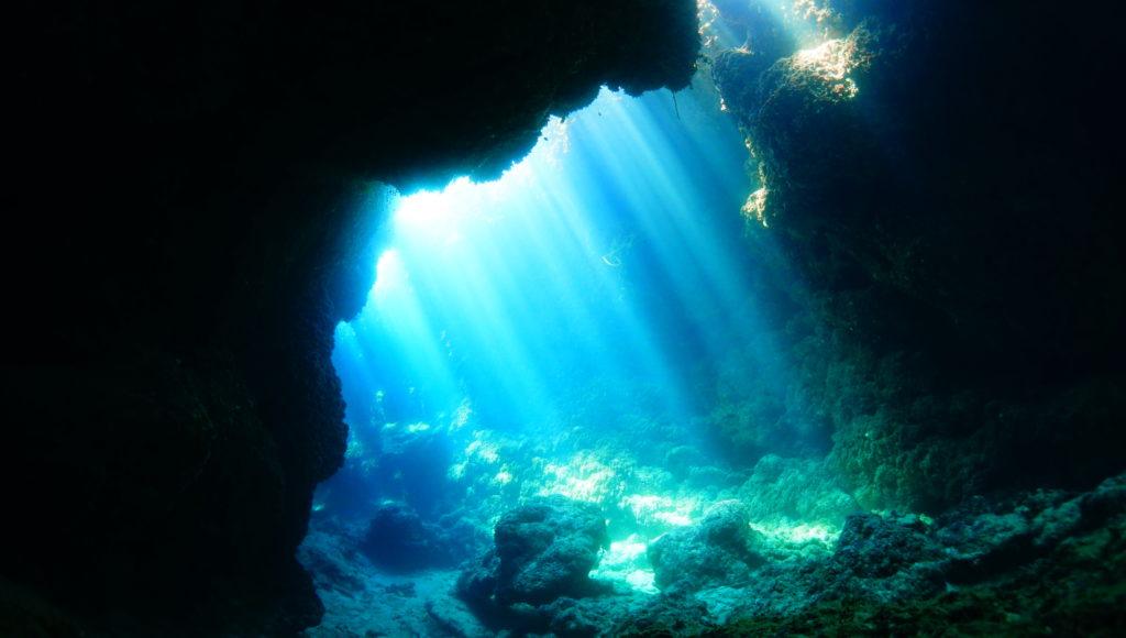 伊是名,ダイビング,沖縄,洞窟
