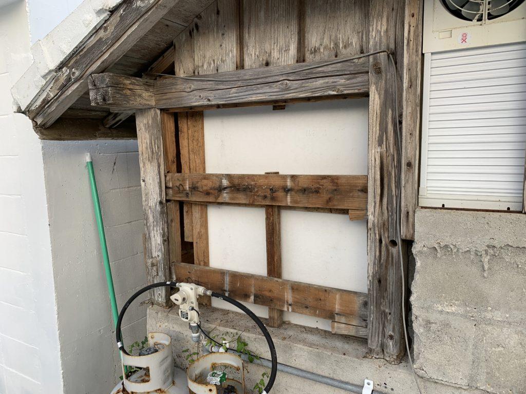古民家の古い外壁を取り外し