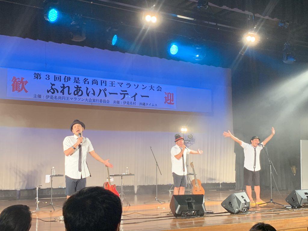 伊是名初ライブのきいやま商店